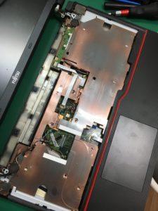 ブルースクリーンでフリーズする富士通ノートPCの修理