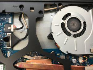 購入後1年で画面が映らなくなったLenovoノートPCの修理